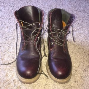 WORN ONLY TWICE Maroon 6 inch Timberland boots